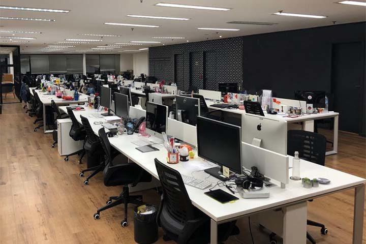 Empresas preveem volta ao escritório em 2022 e adotam trabalho híbrido de forma permanente